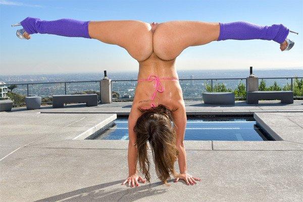 nude splits